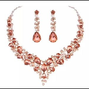 Jewelry - 🎉Price Drop🎉Gorgeous Peach Crystal Necklace set